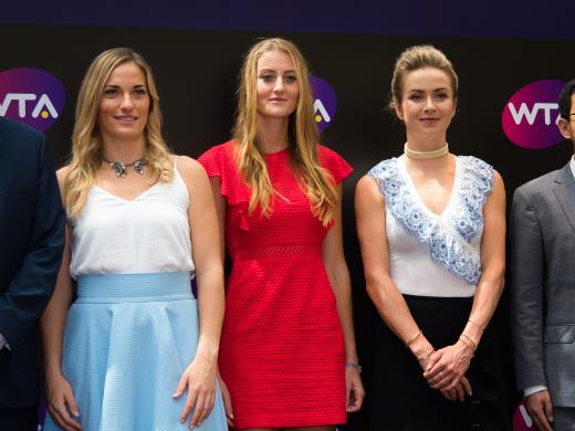 The champions pose for a photo (Jimmie48/WTA)