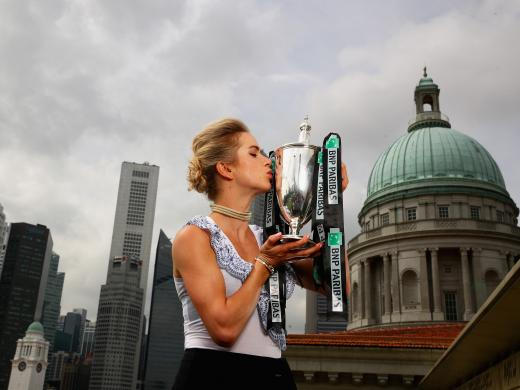 Svitolina kisses the trophy (Getty)