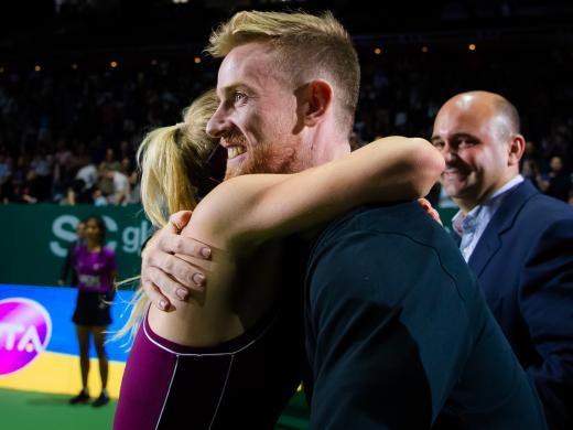 Svitolina hugs her coach Andrew Bettles (Jimmie48/WTA)